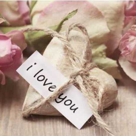 8 Tanda Kalian Sedang Jatuh Cinta
