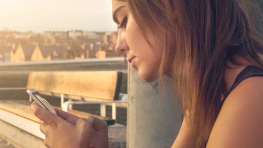 Dia Selingkuh! 5 Hal Ini Yang Dilakukan Pasangamu Lewat Ponselnya